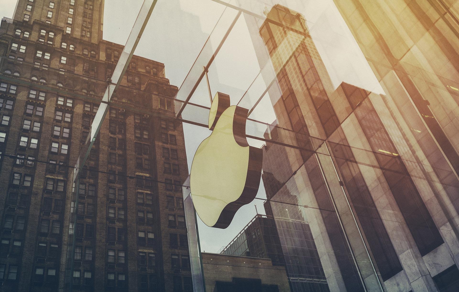 Apple stocks splitting again