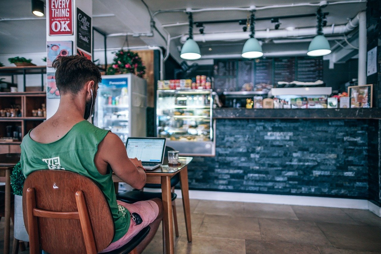 How to Become a Digital Nomad and a Stock Investor